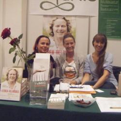 Der Vorstand von YuMiG e.V.- Österreich auf der Yogaplanet in Wien (Natascha Heredias Jeminez, Karin Neumeyer, Waltraud Staudach)